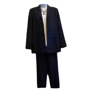 Casual Corner BLACK suit in great condition 6